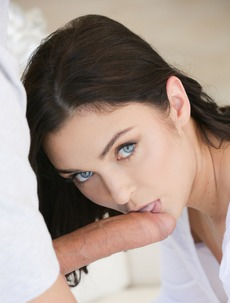 Blue Eyed Beauty Geni Juice Assfucked Outside