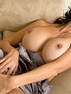 Catalina Cruz doing strip tease