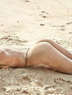 Hot Model Nicole Meyer Beach Nude