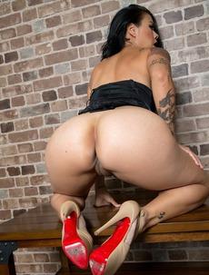 Hot Latina MILF Dana Vespoli Spreading On A Bench