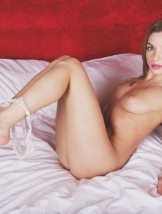 Giulia Gets Naked And Spreads