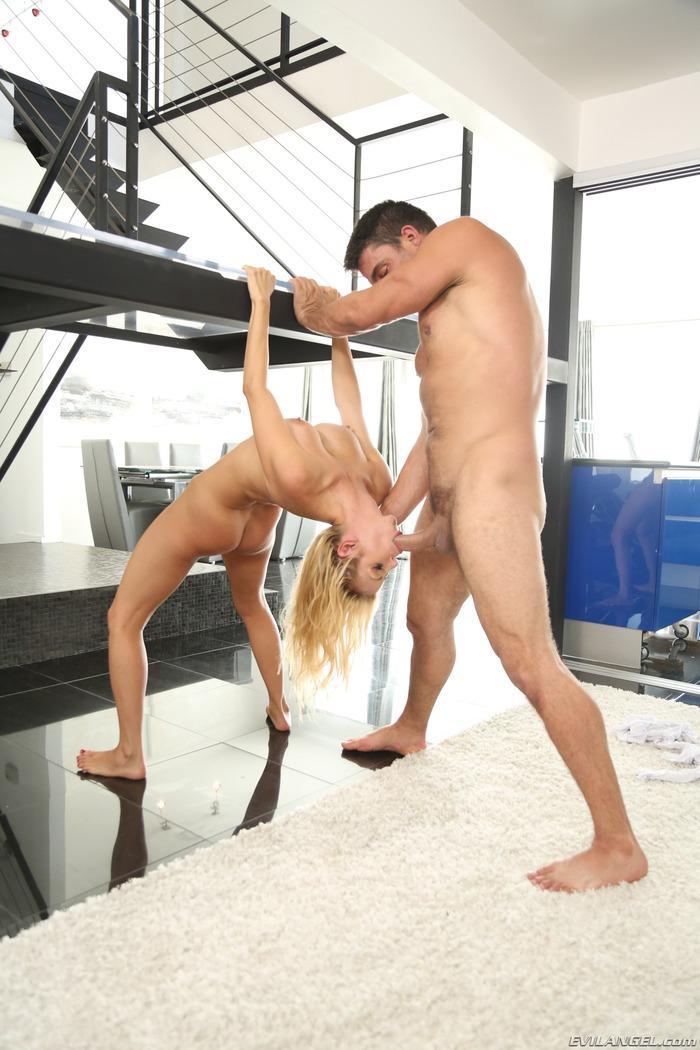 Flexible Mature Pornstar Alexis Fawx Gets Nailed