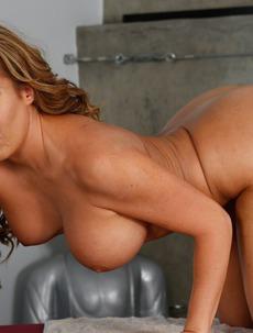 Big Boobed Richelle Ryan Strips Off Her Flowery Bodysuit