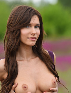Busty Brunette Susi Nude On The Flovery Field