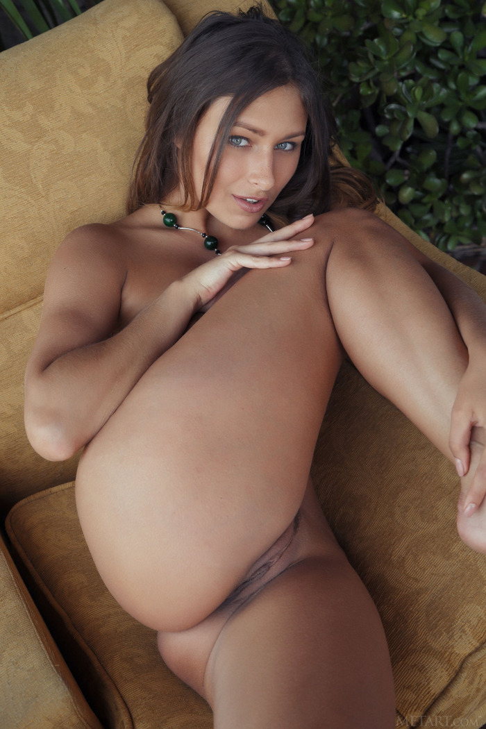 Gorgeous Russian Babe Yarina Nude On The Terrace