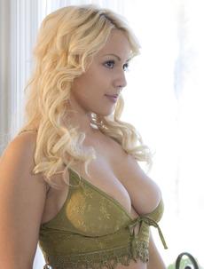American Blonde Sweetheart Kylie Page