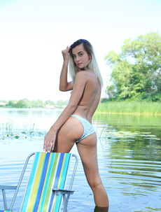 Nobody knows why sexy Juck has decided to put her chair in the lake's waters