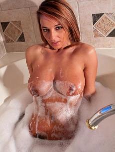 Nikki Sims Wants To Take A Bubble Bath