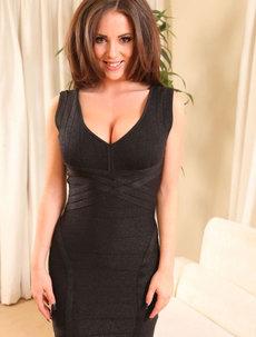 Hot Brunette Rachel Showing Her Boobs