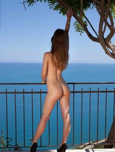 Glam Beauty Amanda Gets Naked On The Terrace