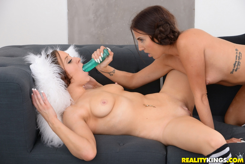 Aubrey Rose And Her Girlfriend Licking And Dildoing
