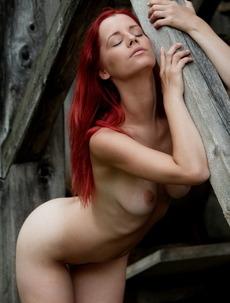 Hot babe Ariel spreading her legs