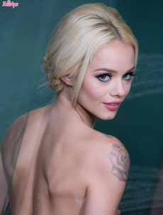 Slim Blonde Beauty Elsa Jean Takes A Hot Shower
