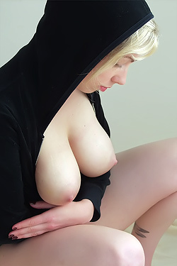 Seven Via Nude-Muse