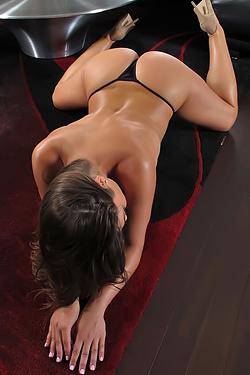 Alyssa Reece Spreads Her Juicy Pussy