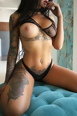 Gorgeous Tattooed Babe Lee