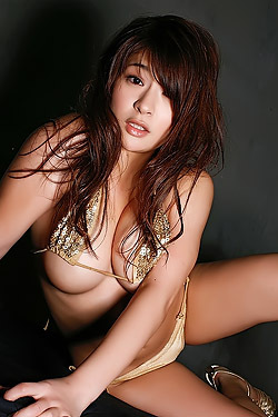 Asian Megu Fujiura Posing Hot