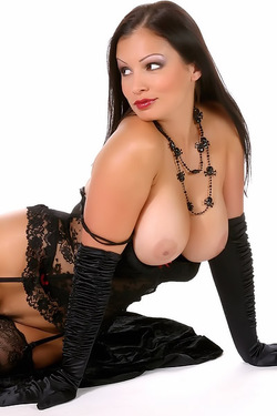 Busty Babe Aria Giovanni