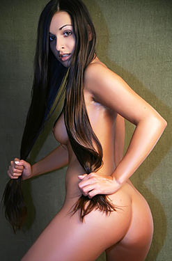 Ennie pierced pussy
