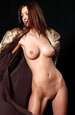 Anna Hot Naked Girl Posing In Studio