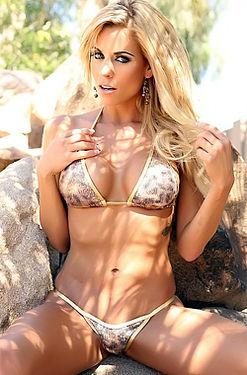 Nicole Graves Slips Off Her Sexy Bikini