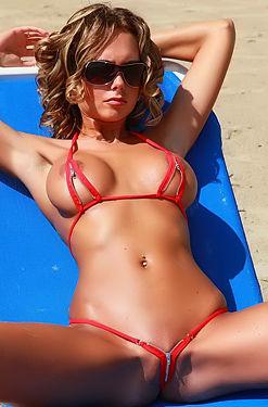 Pammy In Sexy Zipp Bikini