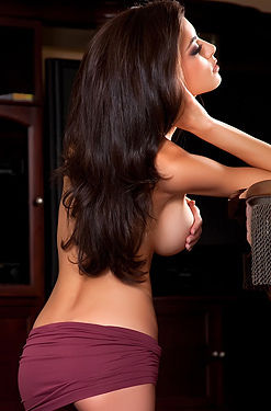 Leanna Nice Tits