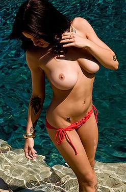 Tess Taylor Arlington Big Tits In Red Bikini