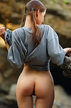 Skinny Girl Fibby On The Rocks