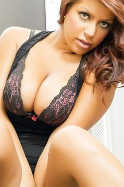 Briana Lee Extreme Pussy Closeups