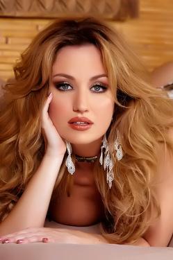 Angela Sommers Glamorous Babe