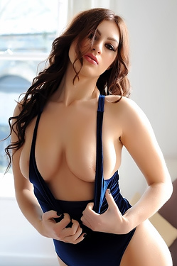 Summer St Claire Hot Boobs