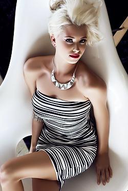 Alissa Arden Eye-popping Striptease