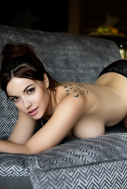 Elizabeth Marxs Sultry And Naked
