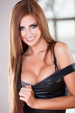 Cara Steele Stripteasing