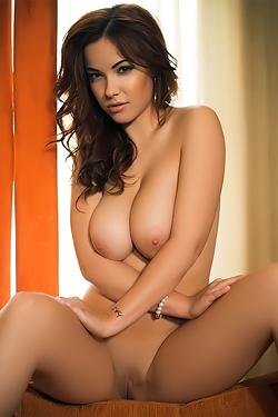Elizabeth Marxs Luscious Body