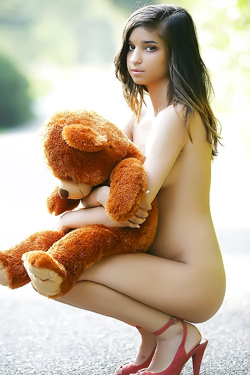 Nika Oudtoor Naked With Bear