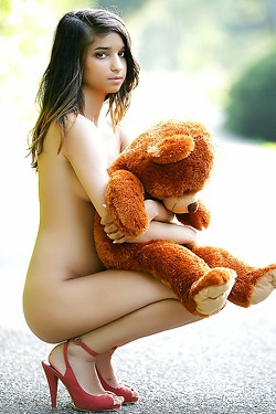 Nika Barely Legal Teen Oudtoor Naked