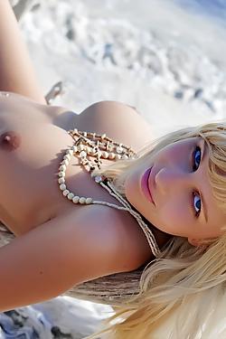 Delicious Blonde Babe Keira