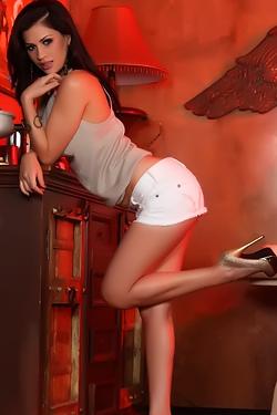 Vanessa Veracruz Looks Glamorous