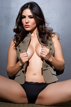 Sunny Leone Exposing All Her Sexy Assets