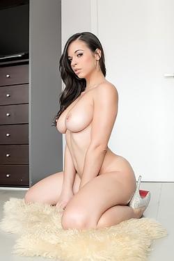 Carmen Round Ass