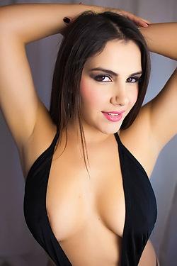 Big Boobed Babe Valentina Nappi