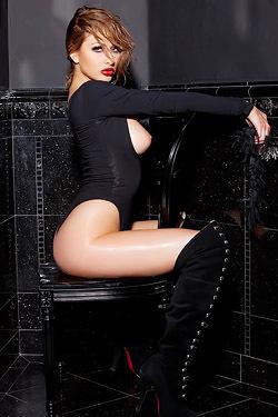 Hot Anna Lynn