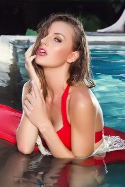 Jennifer Love Posing Naked Outdoor