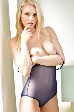 Hot Blonde Alli Rae Stripping