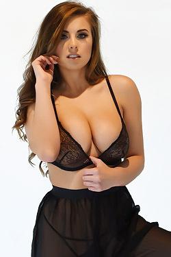 Brunette Babe Sarah McDonald