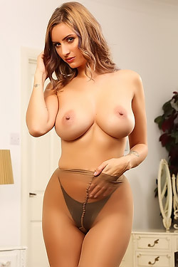 Sammy Braddy In Pantyhose