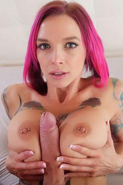 Anna Bell Peaks A Nude Awakening