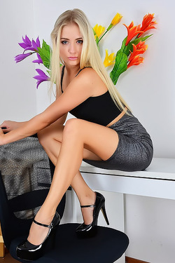 Cayla Lyons In Upskirts And Panties